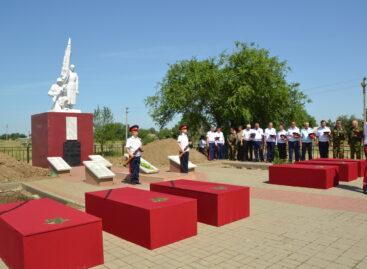 Спустя 78 лет: в соседнем Пролетарском районе перезахоронили 30 неизвестных солдат и офицеров, павших в боях за хутор Дальний
