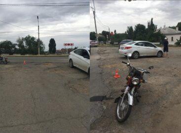 В Сальске в ДТП пострадал водитель скутера