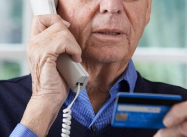 Неизвестный мошенник обманул сальчанина, представившись по телефону его родственником
