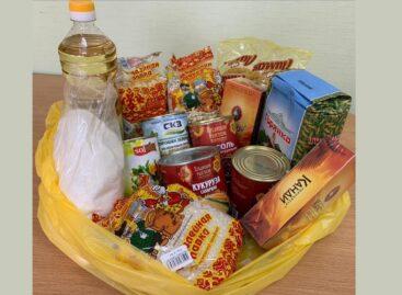 Малоимущие, одиноко проживающие сальчане 65+ получили продуктовые наборы