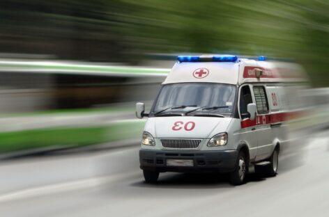 В Сальске, в районе Заречья, подвыпивший водитель въехал в дерево