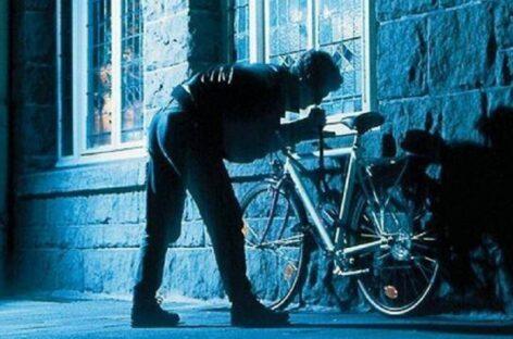 Сальчанин ненадолго выпустил из поля зрения велосипед и остался без кошелька с деньгами