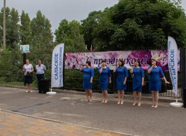 Сальские работники культуры поздравили медиков с их профессиональным праздником