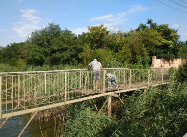 Сальчане дождались: идет ремонт моста, ведущего на Заречье