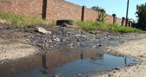 Кучерда измучилась от зловонного ручья — прямо по переулку Минскому разлилась канализация