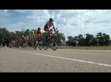 Велосипедисты Сальской ДЮСШ тренируются на стадионе