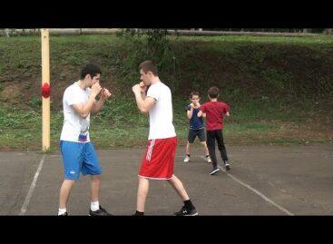 Аншлаг на пляже: боксеры теперь могут тренироваться на открытом воздухе