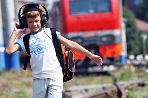 Сальчанам напоминают: детям опасно находиться вблизи железной дороги