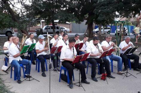 Праздник — во дворе: сальский духовой оркестр порадовал сальчан концертом
