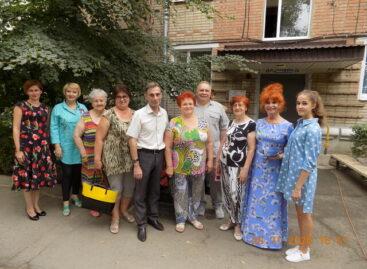 Артисты районного ДК порадовали сальчан концертами ко Дню Российского флага