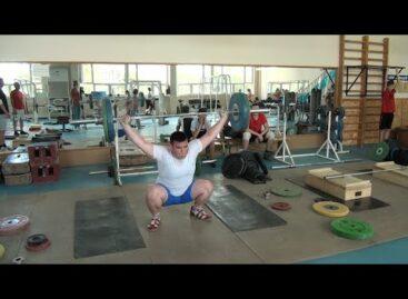 Соревнований — нет, а тренировки — есть: сальские тяжелоатлеты восстанавливают форму