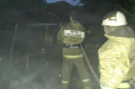 Три тонны сена сгорели у жителя посёлка Клёны