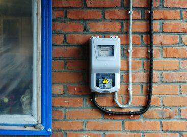 У жителей Нового Егорлыка энергетики заменили электросчётчики