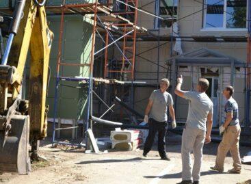 В детском саду «Ивушка» в Сальске полным ходом идёт капитальный ремонт.