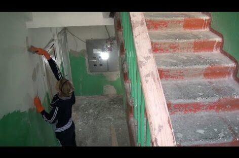 В Сальской многоэтажке по Ленина, 53, ремонтируют подъезды