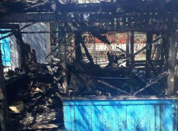 Гиганте из-за короткого замыкания в летней беседке случился пожар
