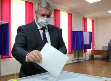 Василий Голубев принял участие в голосовании по выборам губернатора