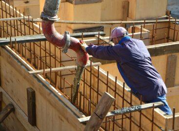 На две трети залит фундамент нового здания храма Покрова Пресвятой Богородицы
