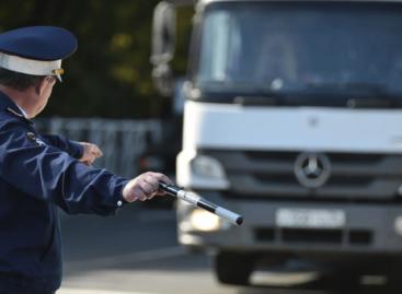 Сальская дорожная полиция включилась в областную акцию проверки большегрузов