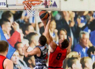 Первый тур — и всё: сальские баскетболисты начали побеждать, но матчи — временно под запретом