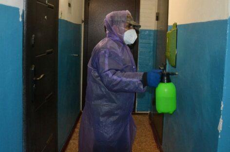 В домофоны МКД в Сальске звонят сотрудники управляющих компаний в респираторах