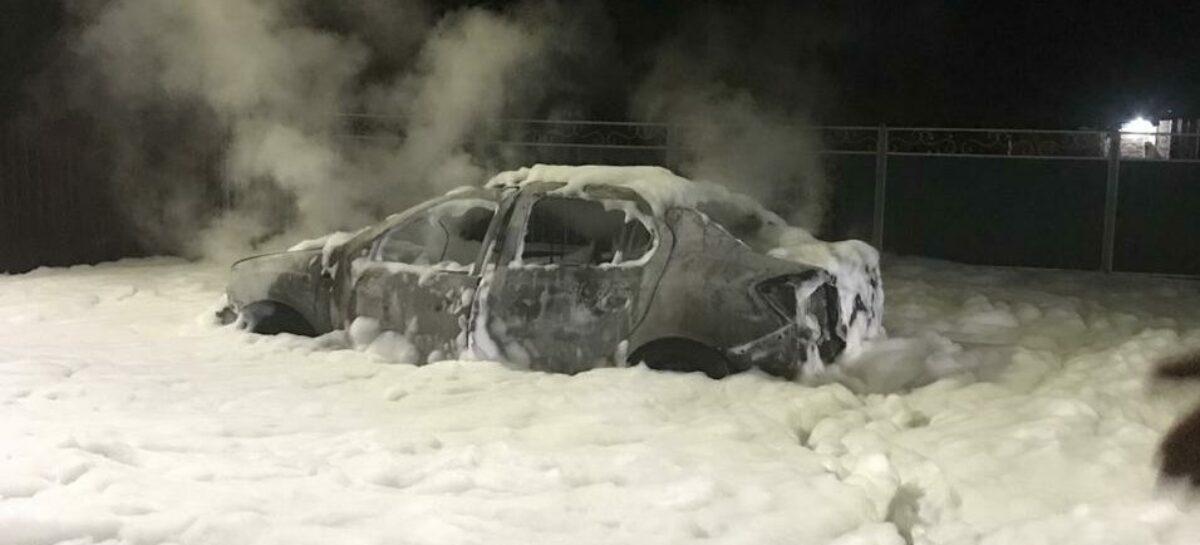 В Сальске, у четвёртой школы, пылало такси