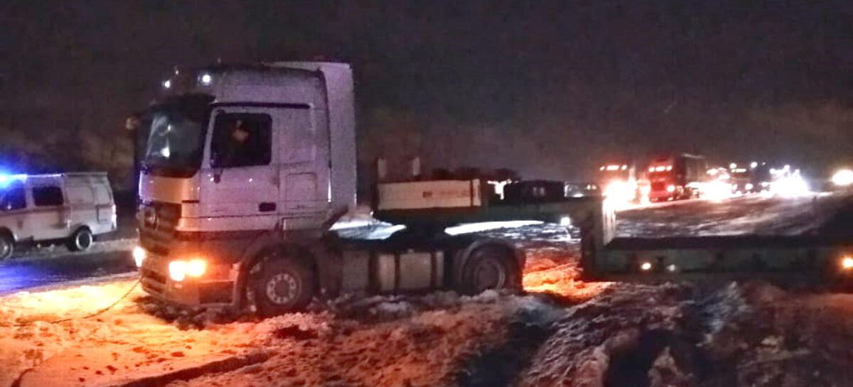 Ростовские спасатели напоминают сальчанам: если застряли на трассе, звоните по номеру 112