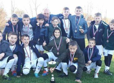 Как идут тренировки у спортсменов детского футбольного клуба «Чайка»