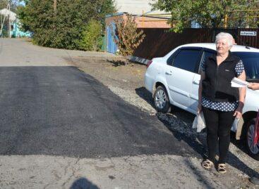 Дороги в Сальске и районе пытаются приводить в порядок, но ремонта нужно в разы больше
