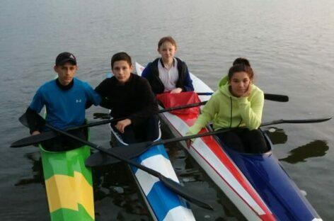 Команды сушить весла не было: сальские гребцы еще тренируются на воде