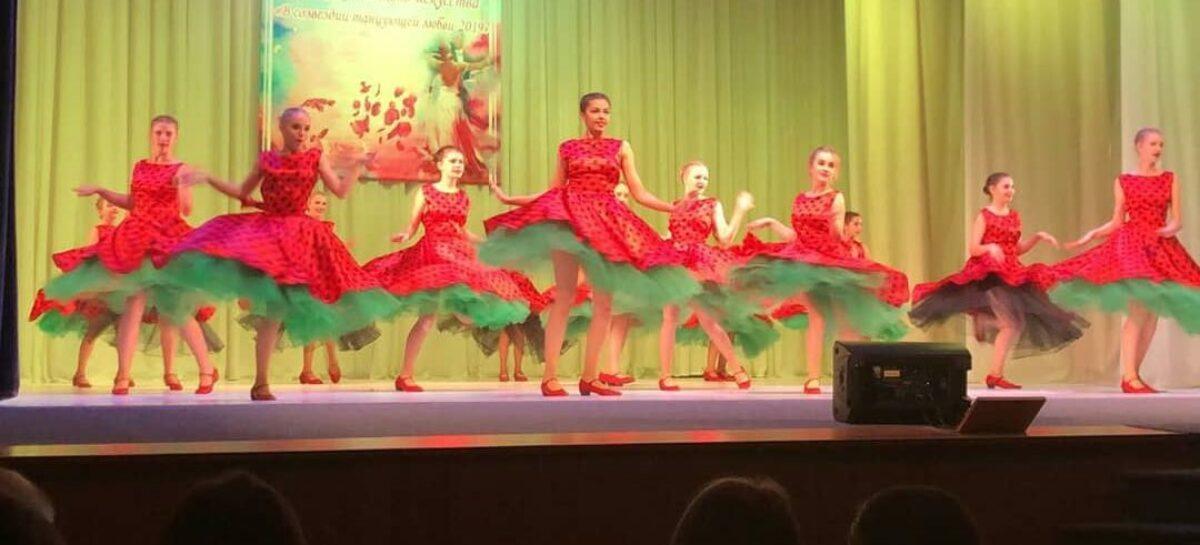 Юные танцовщицы шоу-балета «Ренессанс» вновь привезли в Сальск награды