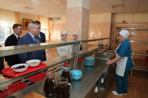 Горячим питанием в Ростовской области обеспечат еще несколько категорий обучающихся