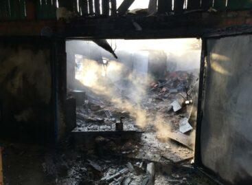 В частном домовладении в Гиганте сгорел гараж