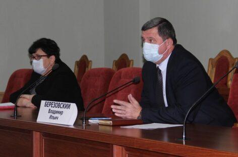 Ситуацию с коронавирусом в Сальском районе Владимир Березовский обсудил с медиками