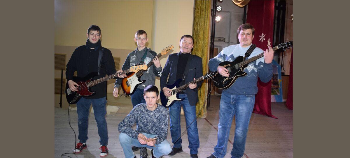 Они играют Виктора Цоя, группу «Звери» и готовятся записать свои авторские композиции
