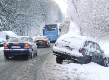 ГИБДД напоминает жителям Сальского района: зимняя дорога требует особого внимания