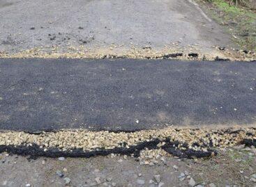 Жители улицы Коминтерна в Сальске годами ждали, когда по их улице проложат тротуар