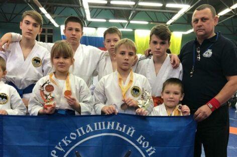 Четыре «золота» и четыре «бронзы»: сальские рукопашники привезли медали из Калмыкии