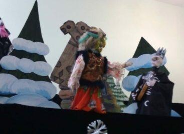 Народный театр кукол «Изумруд» предлагает вместе распутать  «Новогодний детектив»