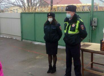 Сальские полицейские поздравили детей в приюте