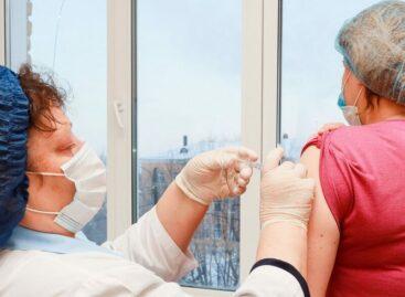 В районе идет вакцинация от коронавируса людей, работающих с инфекцией