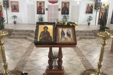 В собор святых Кирилла и Мефодия в Сальске прибыла икона целителя Пантелеимона с мощами