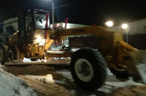 Горадминистрация просит сальчан не забывать чистить снег на тротуарах возле своих дворов