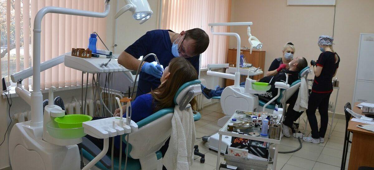 «Просто надо очень любить людей»: рутина или призвание — что для сальских медиков стоматология