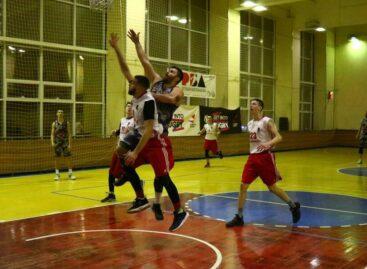 Русич» против «Университета»: сальские баскетболисты продолжают борьбу в Ростовской баскетбольной лиге
