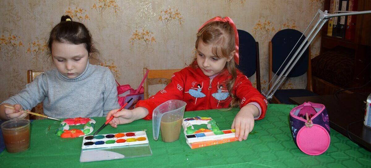 Сальская детвора учится раскрашивать мир яркими красками