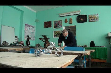От шкатулок до военного оружия: сельский учитель технологии может сделать всё
