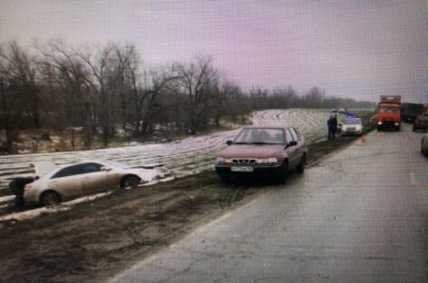 В аварии под Сальском пострадала 33-летняя женщина-водитель