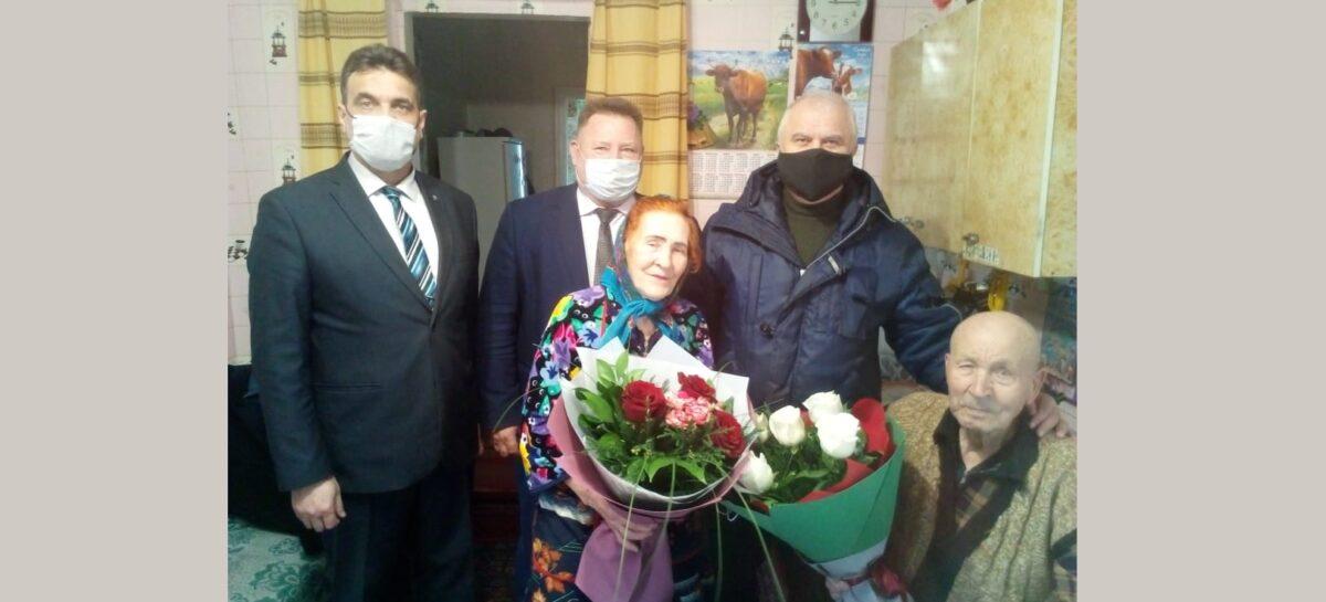В Сальске Заслуженный агроном РСФСР Алексей Мандрыкин принял поздравления с 92-летием