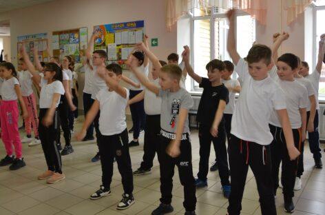 Ученики лицея № 9 показали сальчанам как правильно провести День здоровья